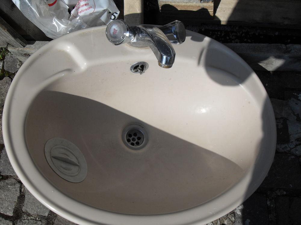 Vasque et robinet 25 Couëron (44)