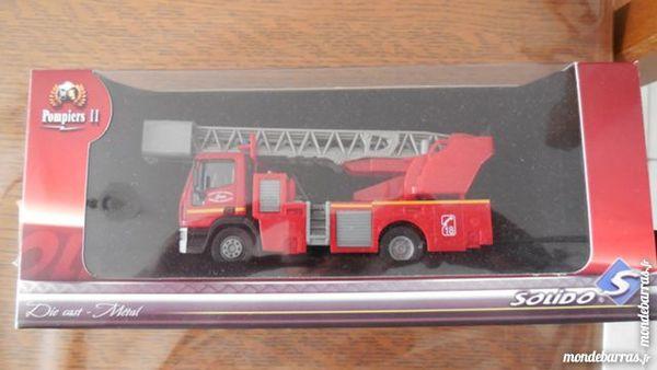Véhicule de pompiers de collection . 9 Allennes-les-Marais (59)
