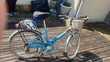 mon vélo avec un casque et 2 pompes Vélos