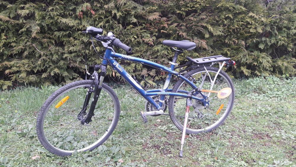 Vélo VTT bleu pour enfant environ 10 ans. 75 Montauroux (83)