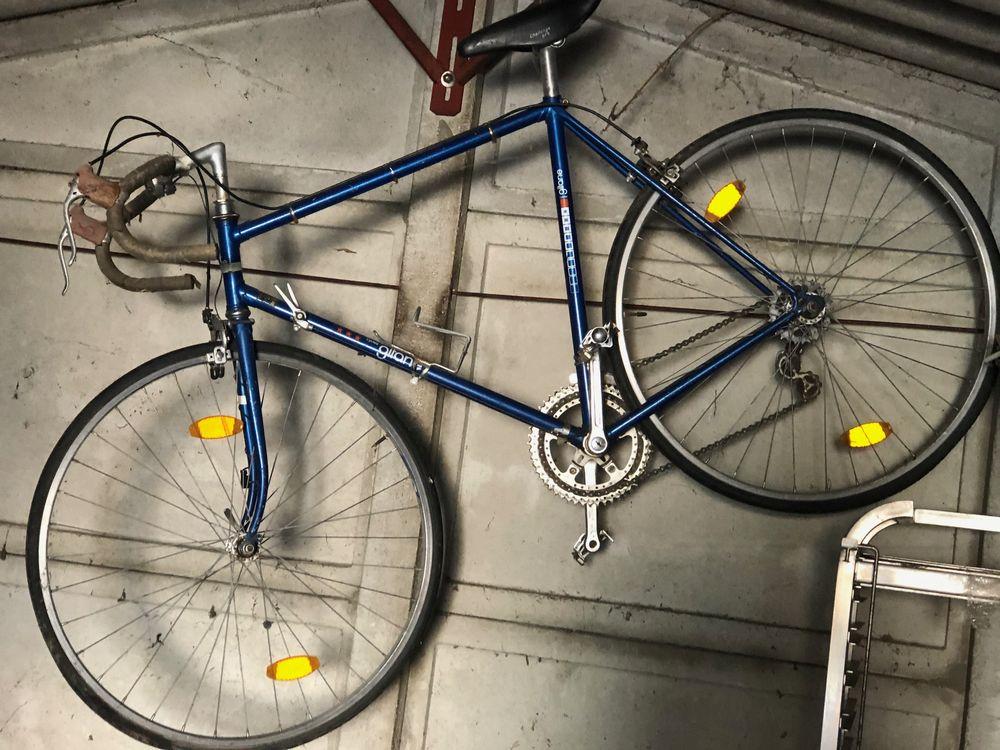 Vélo de course GITANE  150 Aubenas (07)
