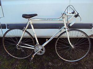 vélo  de course Peugeot trés bon état  130 Paris 19 (75)