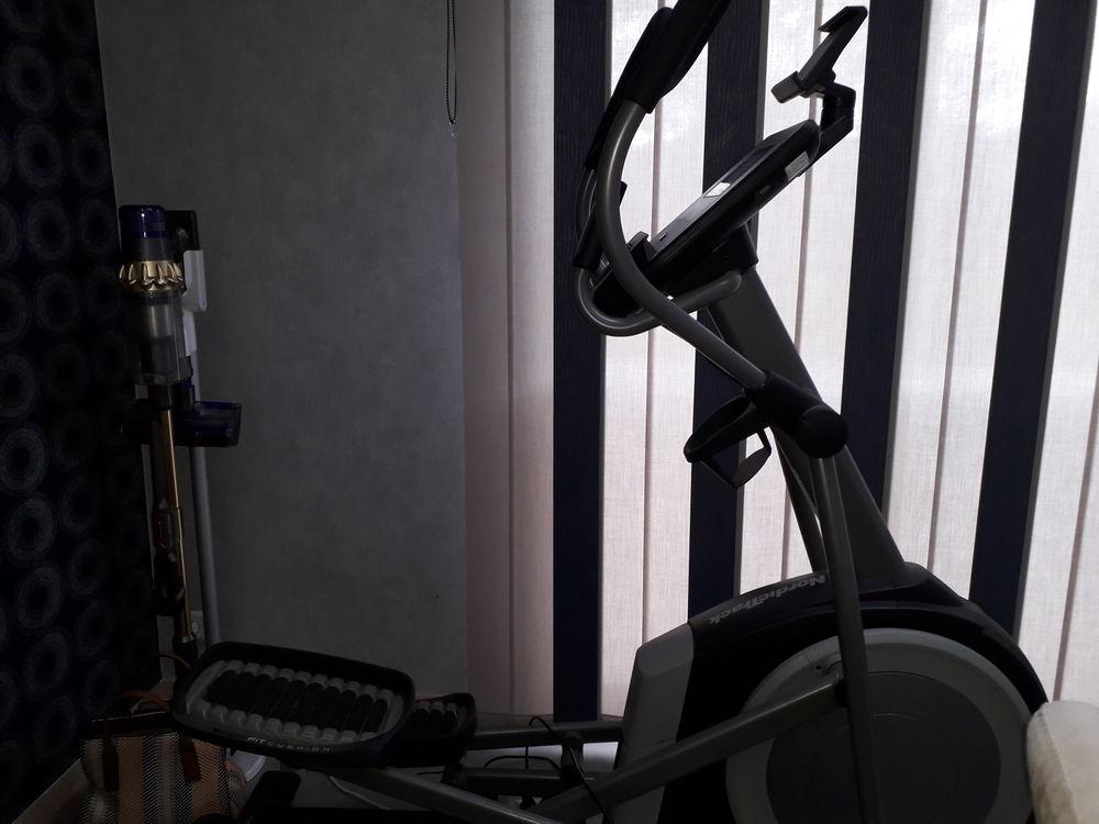 Vélo elliptique NordickTrack New Commercial 12.9 - IFit 1200 Achiet-le-Grand (62)