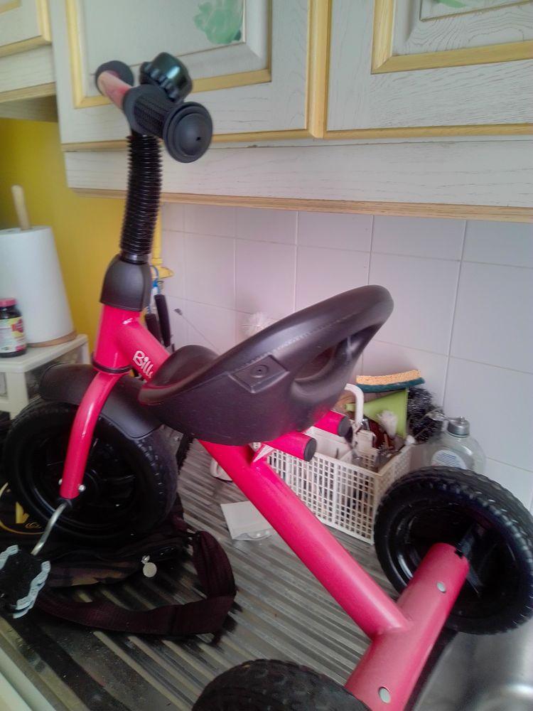 Vélo rouge garçon ou fille 25 Nice (06)