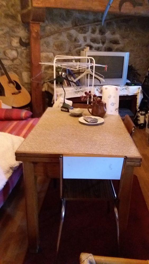 vélo table de cuisine avec 2 chaises formica frigo 120 Saint-Julien-des-Chazes (43)