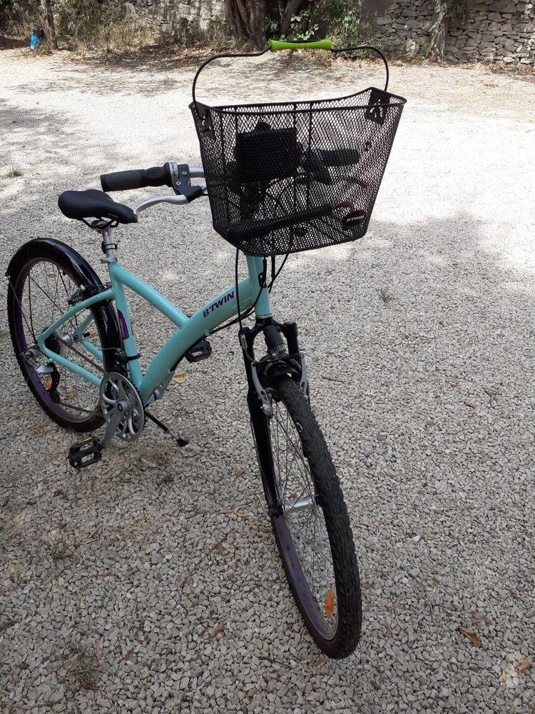 VTT vélo en très bon état avec pagnier jolie couleur 180 Marguerittes (30)