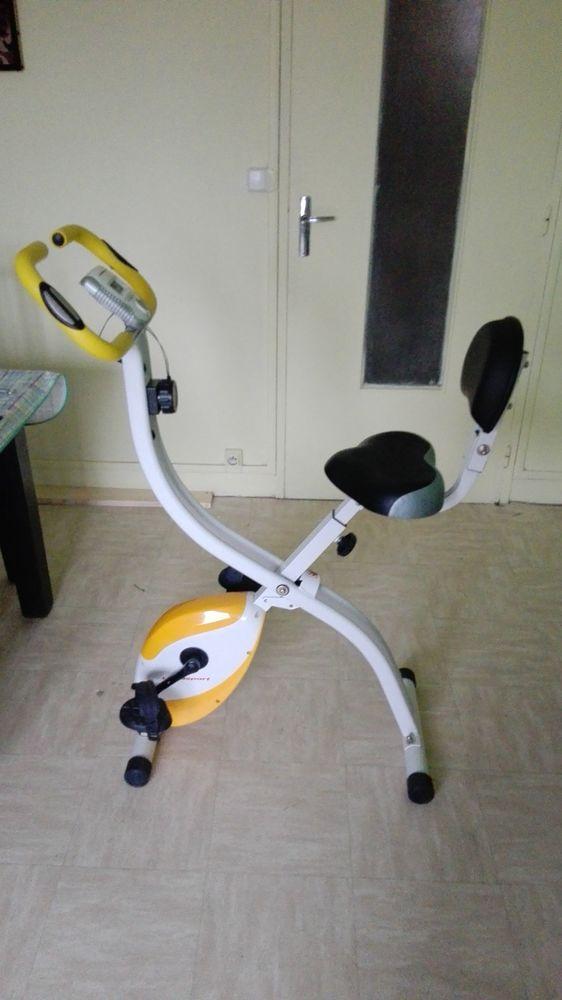 Vélo Ultrasport d'appartement pliable avec dossier 200b 110 Montreuil (93)