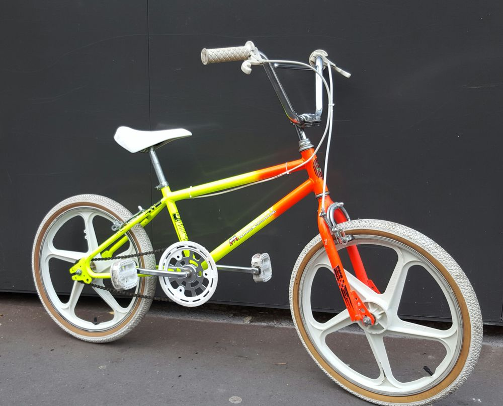 achetez velo bmx 20 vintage occasion annonce vente paris 75 wb155387392. Black Bedroom Furniture Sets. Home Design Ideas