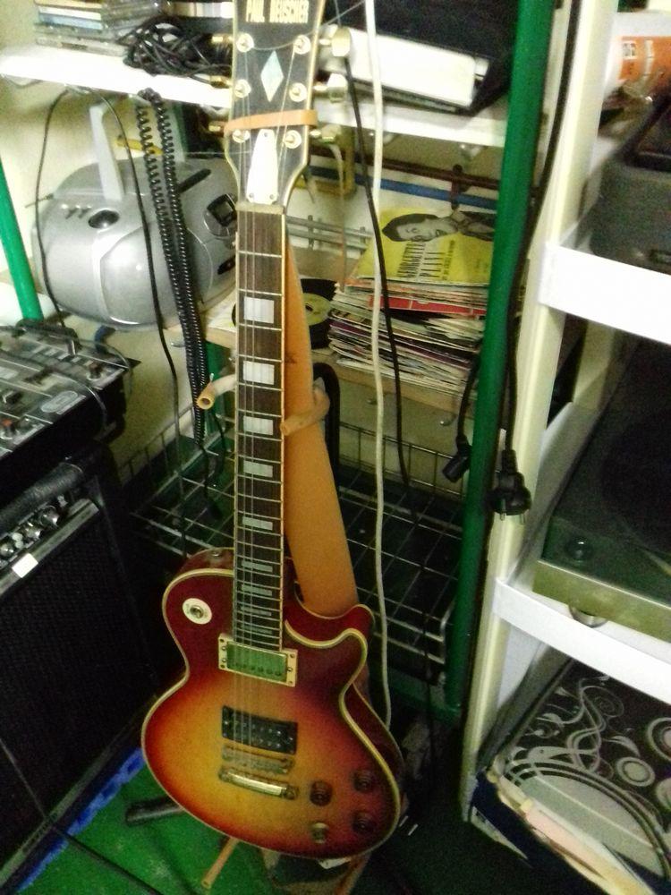vend acordeon  et guitare electrique avec ampli 0 Moussy-le-Neuf (77)