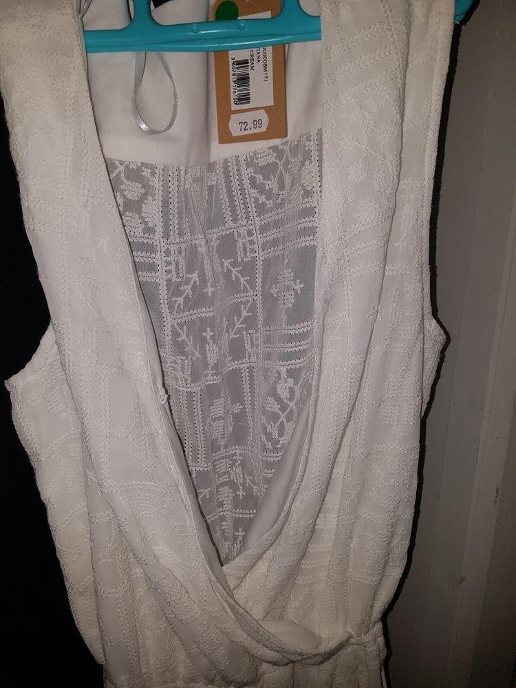 vend robe blanche Vêtements
