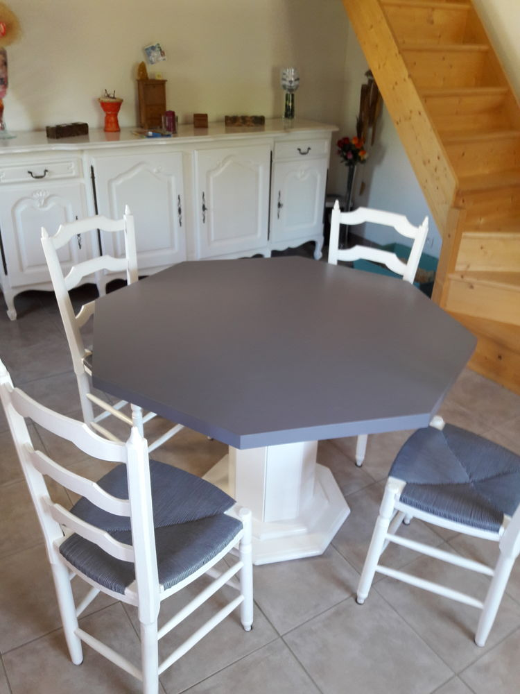 Vend table octogonale et les 4 chaises  200 Saint-Quentin-la-Poterie (30)