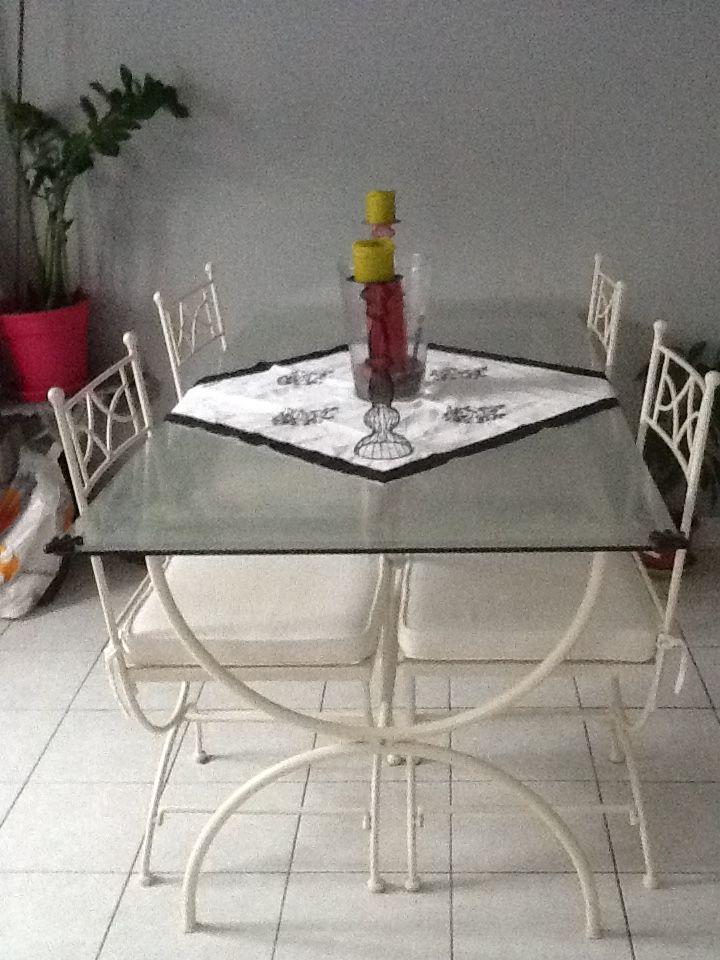 vend table en verre et fer forges avec 4 chaise très bon éta 140 L'Haÿ-les-Roses (94)