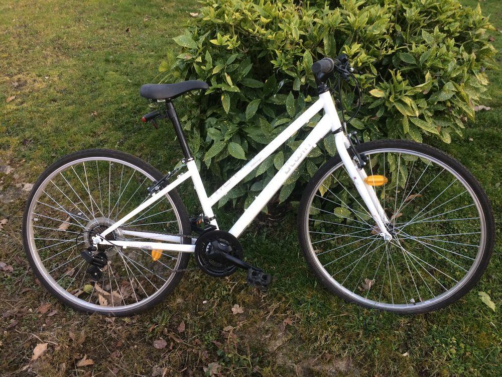 vend vélo neuf  VTC femme blanc 28 150 Saint-Ondras (38)