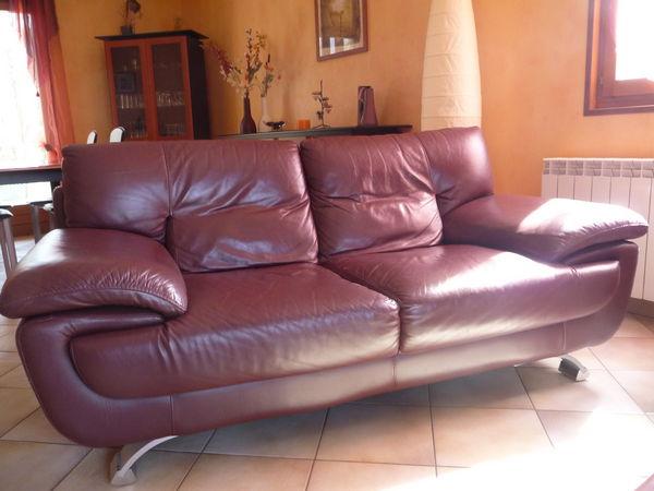 canap s en cuir occasion bourg en bresse 01 annonces achat et vente de canap s en cuir. Black Bedroom Furniture Sets. Home Design Ideas