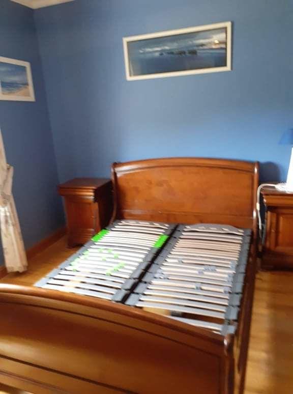 A vendre chambre à coucher complète en merisier massif.  1100 Ceaucé (61)