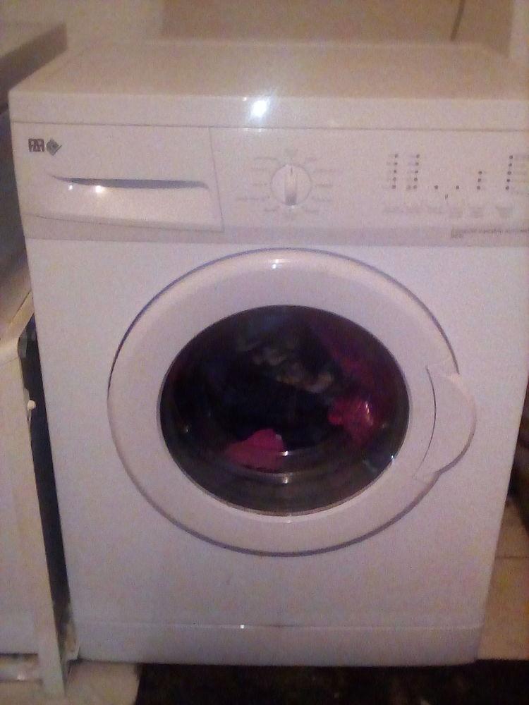A vendre lave linge à hublot  150 Saint-Génard (79)