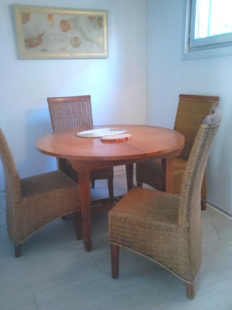 A vendre table de salle à manger en teck  et 4 chaises 200 Valbonne (06)