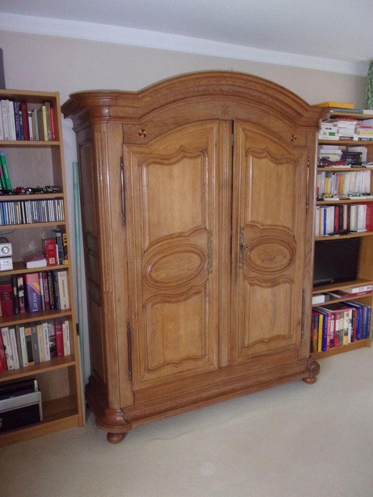 Vends armoire alsacienne en bois clair dimension L160xH180 100 Divonne-les-Bains (01)