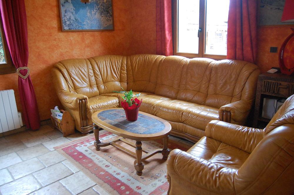 Vends canapé d'angle, fauteuil en cuir et table basse 300 Brannay (89)