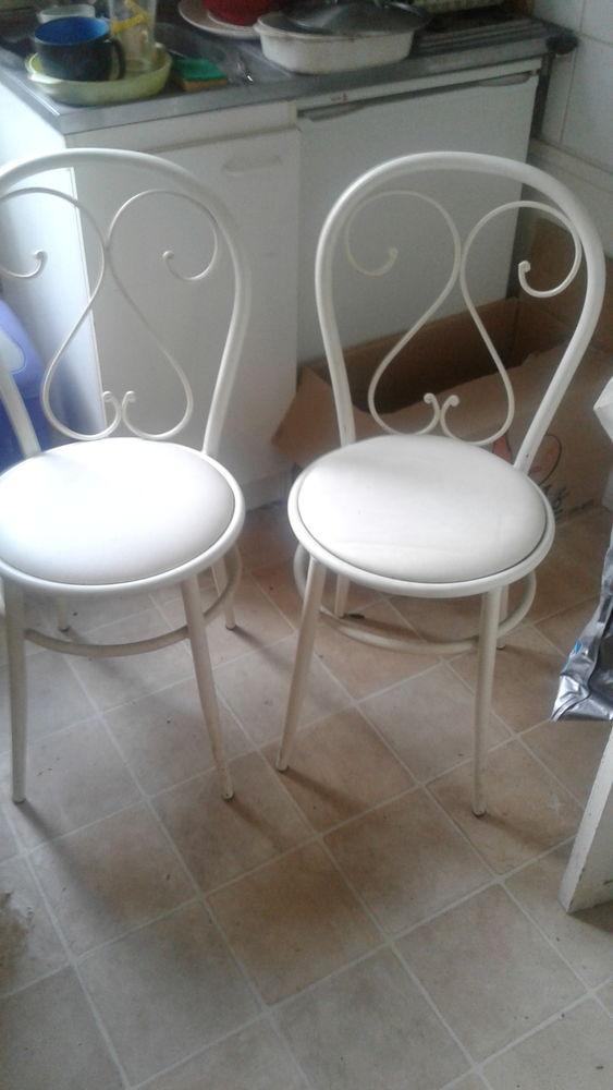 Vends 2 chaises métal laqué blanc  25 Rouen (76)