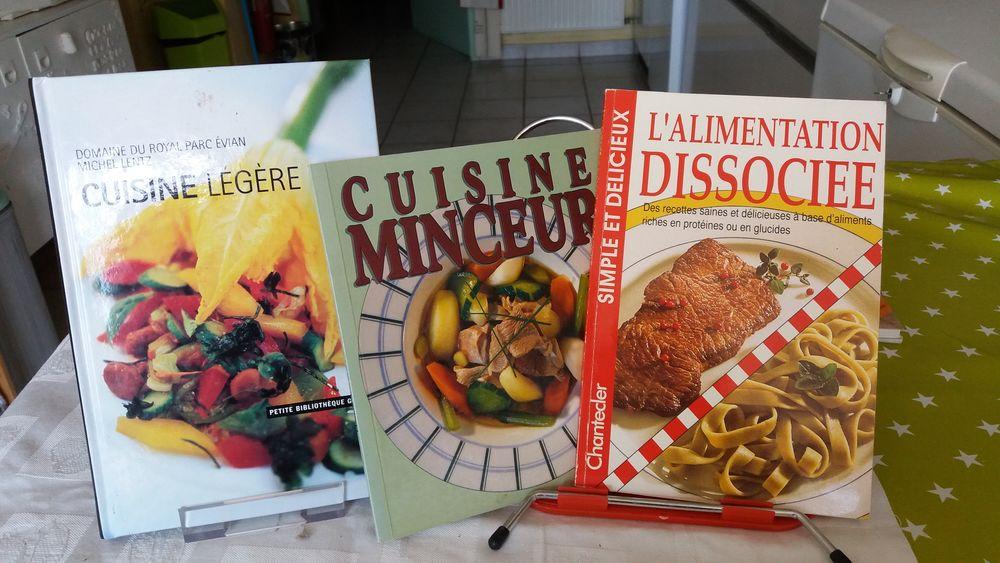 Vends 3 livres de cuisine minceur 3 Charantonnay (38)