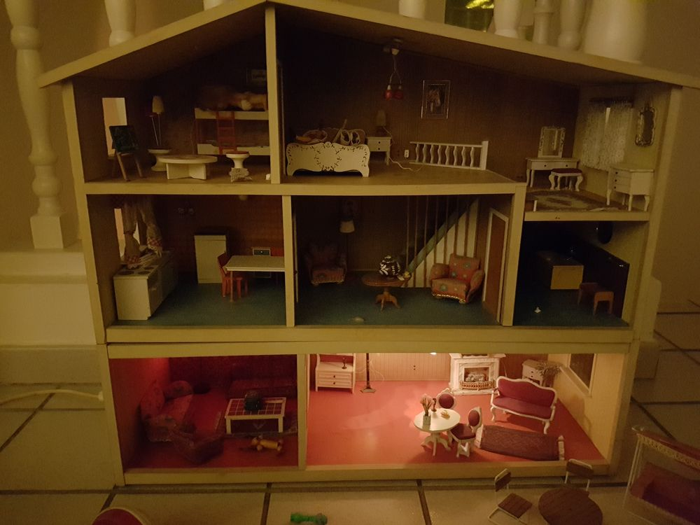 vends maison de poupée des années 60 avec meubles d'époque  0 Perpignan (66)