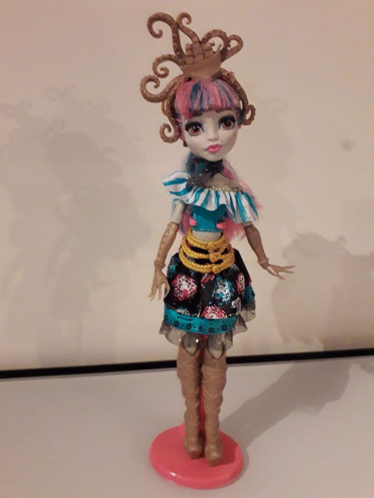 Vends poupée Monster High Rochelle  10 Grosbreuil (85)