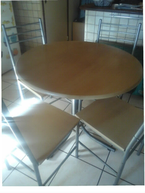 Vends table ronde 90 cm de diam. + 4 chaises assorties hêtre 70 Saint-Mitre-les-Remparts (13)