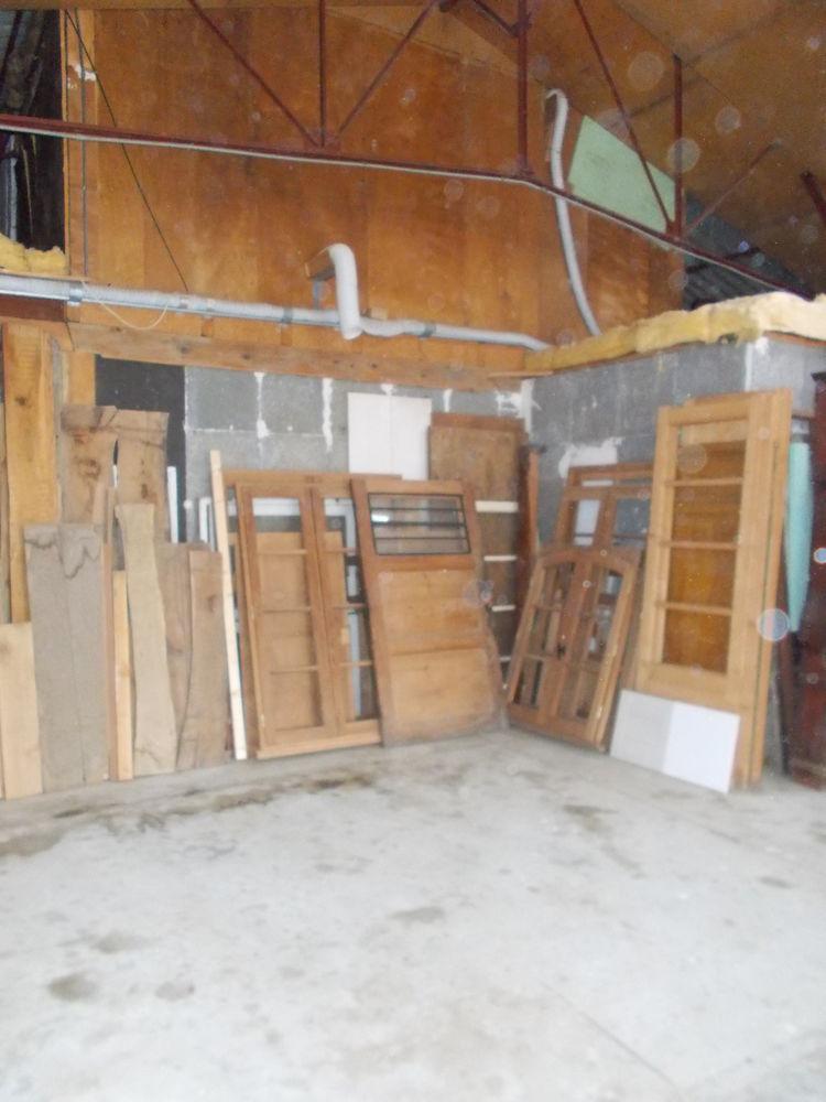Venez voir ces quelques portes et fenêtres rescapées.  150 Pavie (32)