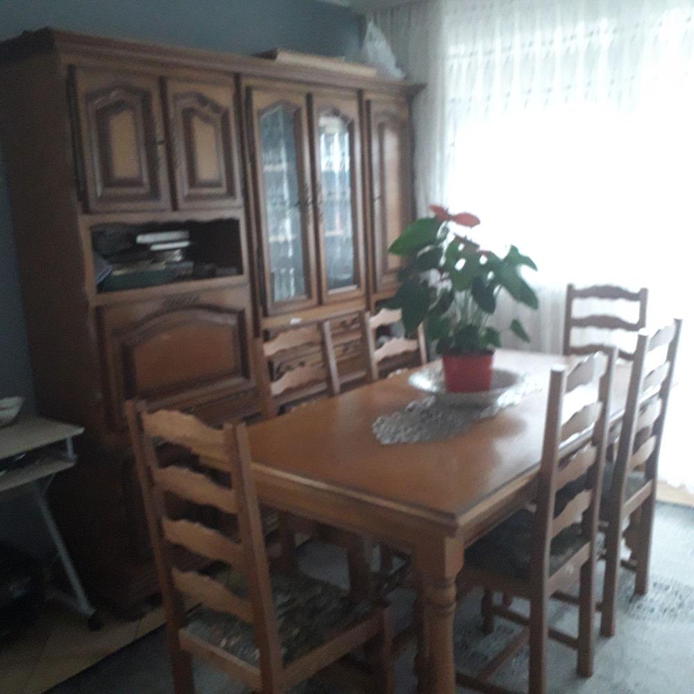 Vent table et des chaise  plus livi.g  bonne etat 400 Villefranche-sur-Saône (69)