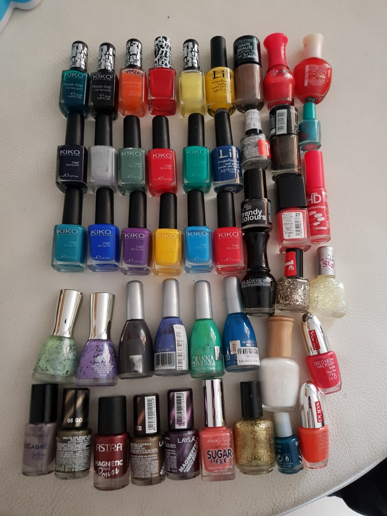 lot de 47 vernis à ongles et 13 pc nail art 50 Mougins (06)