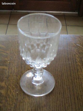 Verre en cristal à vin pas un coup 0 Mérignies (59)
