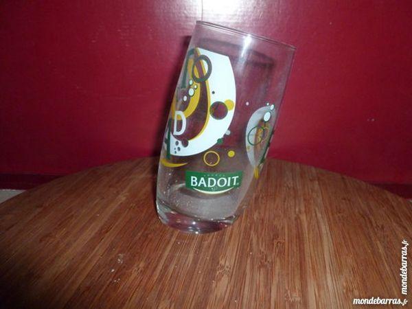 T33: 6 verres à eau BADOIT, modèle incliné 9 Vauréal (95)