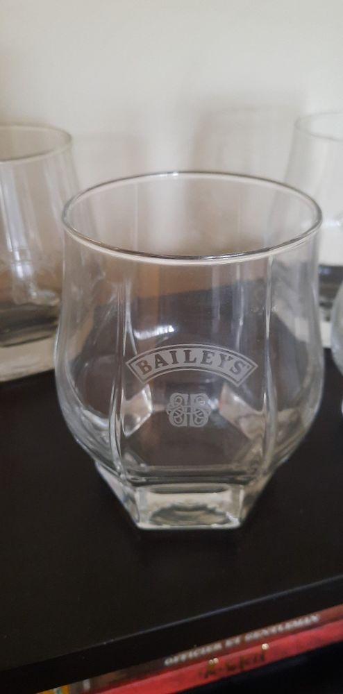 Lot de 4 verres Baileys neufs 10 Oullins (69)