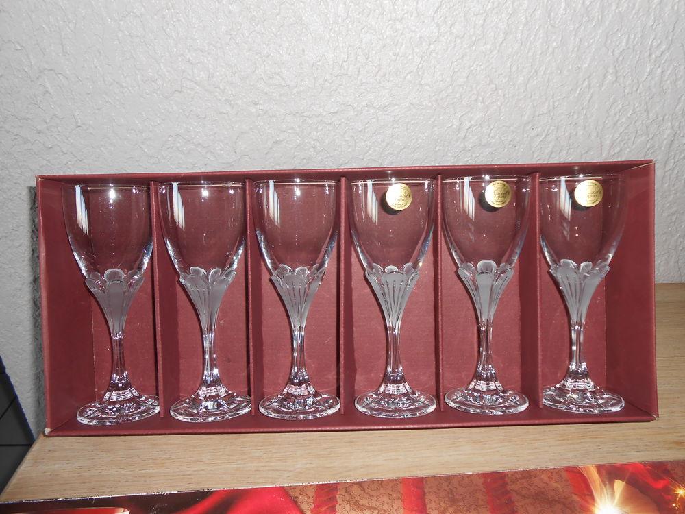 achetez verres cristal neuf revente cadeau annonce vente chamb ry 73 wb154819813. Black Bedroom Furniture Sets. Home Design Ideas