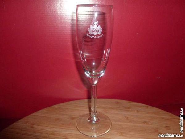 T33: 6 verres (flûtes) à champagne BOUVET LADUBAY 6 Vauréal (95)