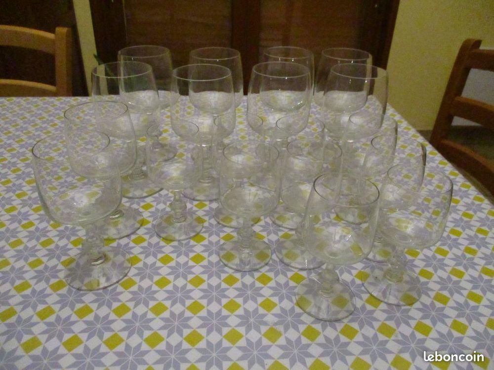 Lot de 19 verres à pieds pas un éclat 0 Mérignies (59)