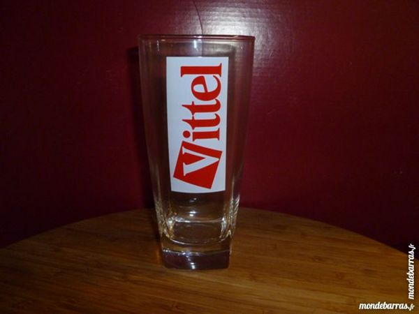 T33: 6 verres à eau VITTEL pied carré logo rouge 8 Vauréal (95)