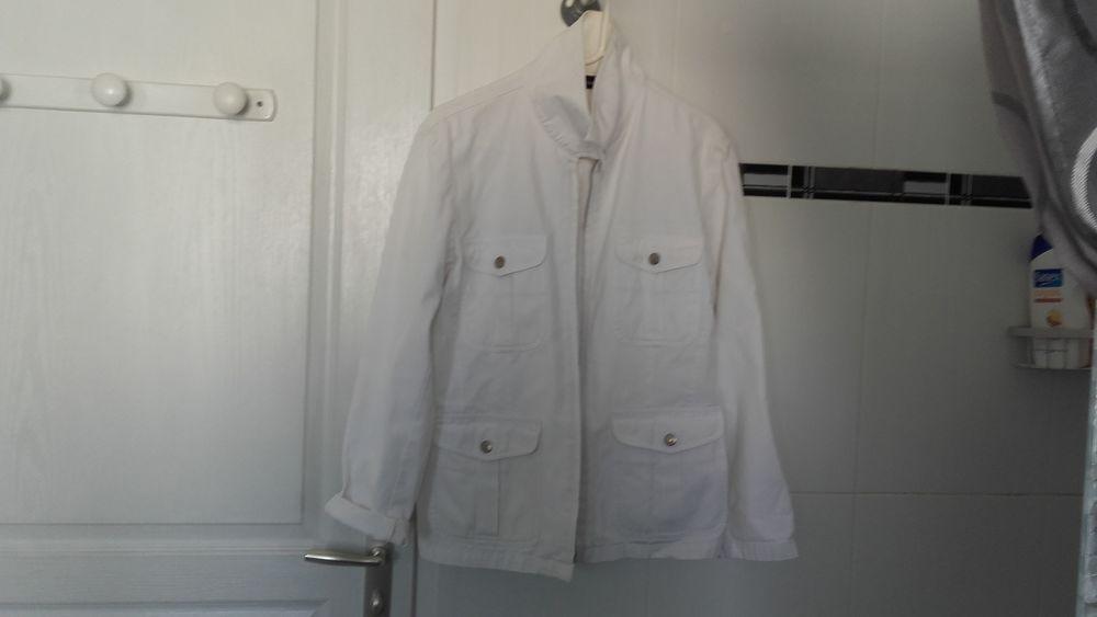 Veste blanche 100% coton . 5 Vihiers (49)