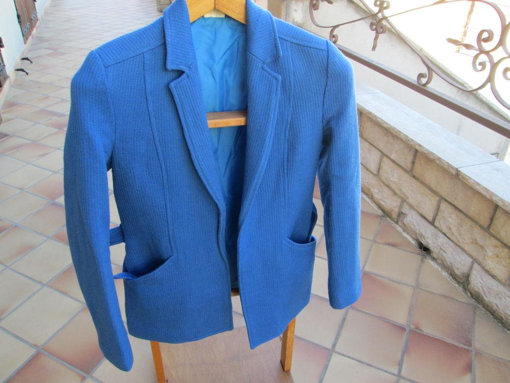 Veste bleue Taille 38  30 Bourgoin-Jallieu (38)