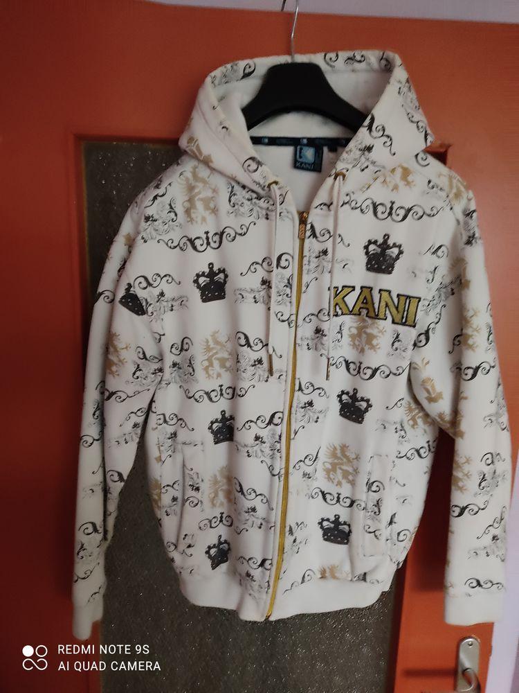 veste a capuche de taille S 13 Anglet (64)