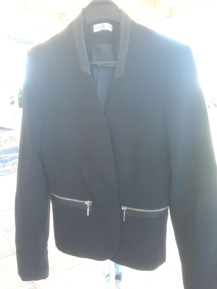 veste courte, noire,  13 Thuré (86)