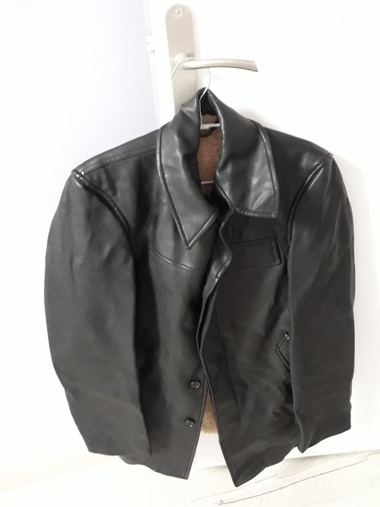 Veste 3/4 en cuir, couleur noire 30 Saclas (91)