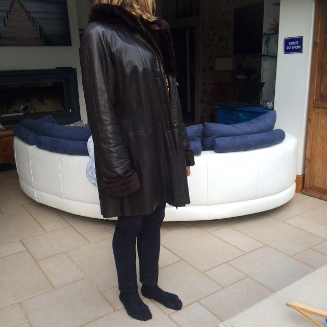 Veste en cuir femme avec capuche marque de luxe 300 Jouy-en-Josas (78)