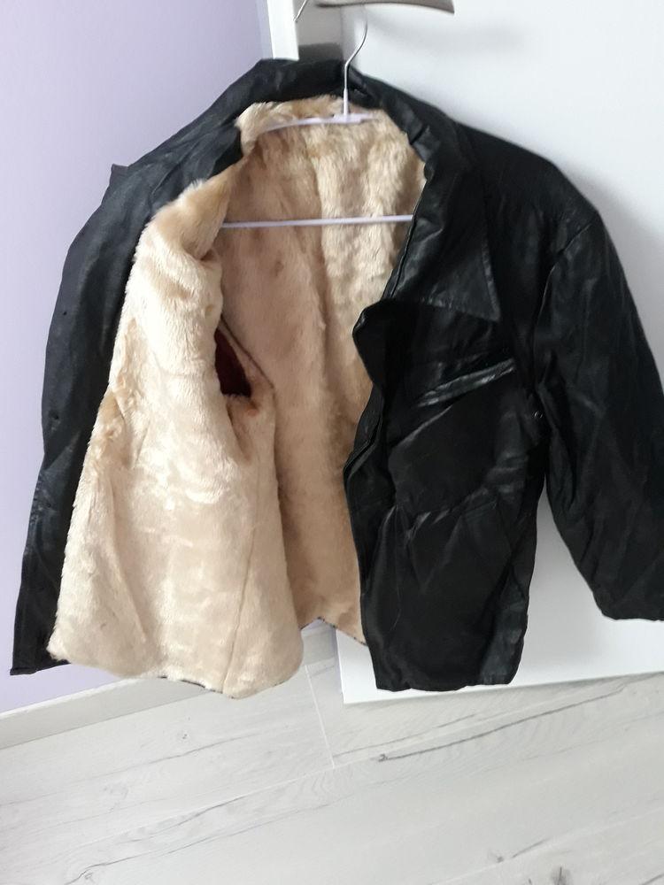 Veste 3/4 en cuir noir 30 Saclas (91)