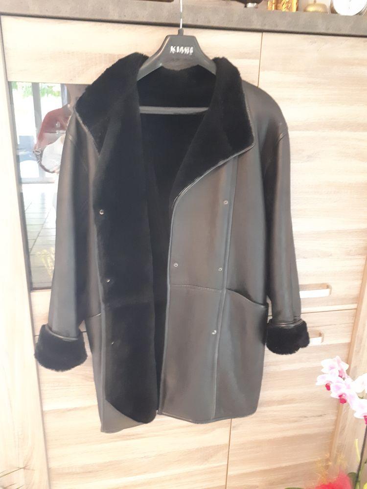 Veste cuir noire fourrure synthétique 25 Saint-Zacharie (83)