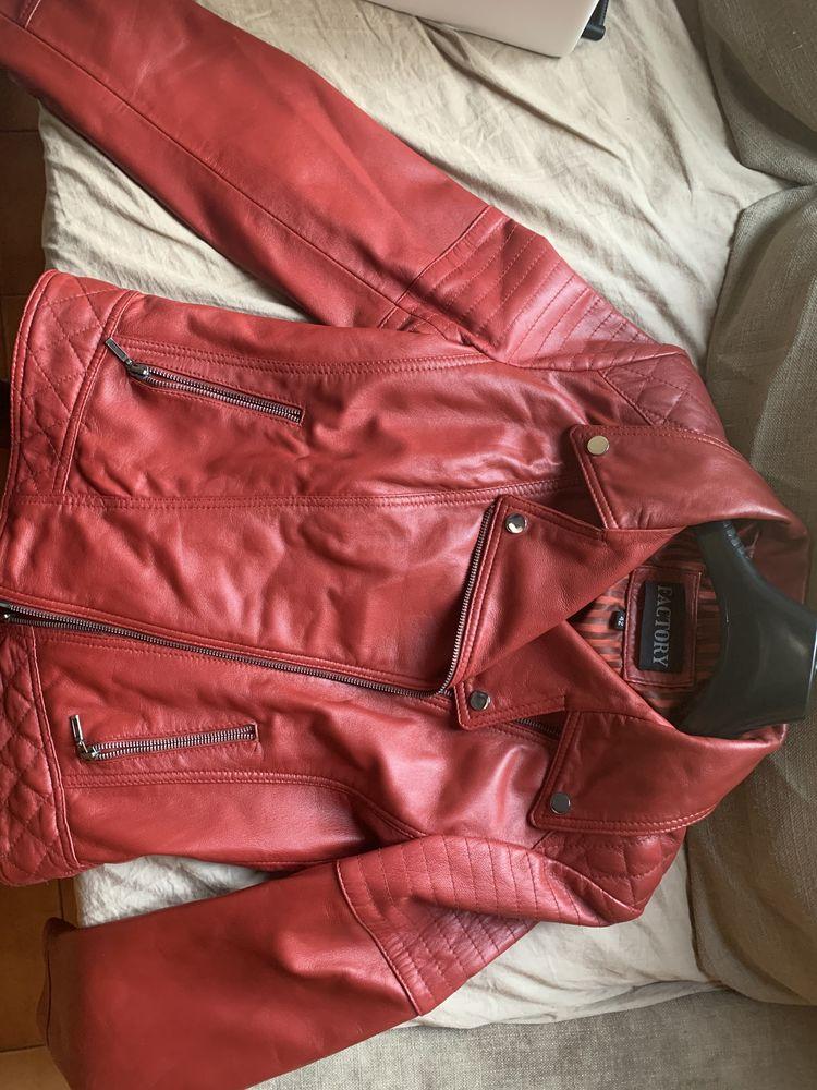 Veste en cuir rouge  700 Montreuil (93)