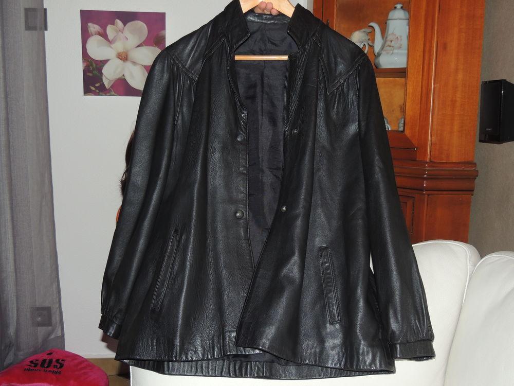 Veste 3/4  femme cuir véritable 15 Le Mée-sur-Seine (77)