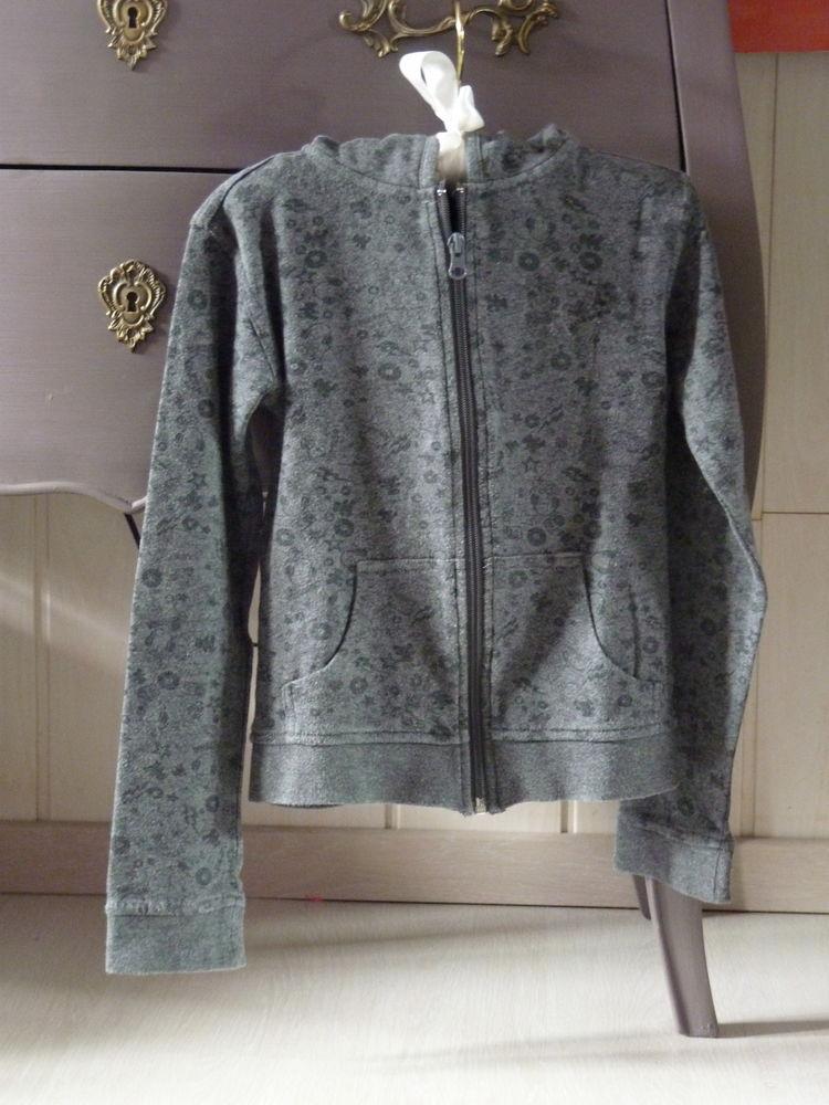 veste fille lulu castagnette grise sport 8 ans TBE 5 Brienne-le-Château (10)