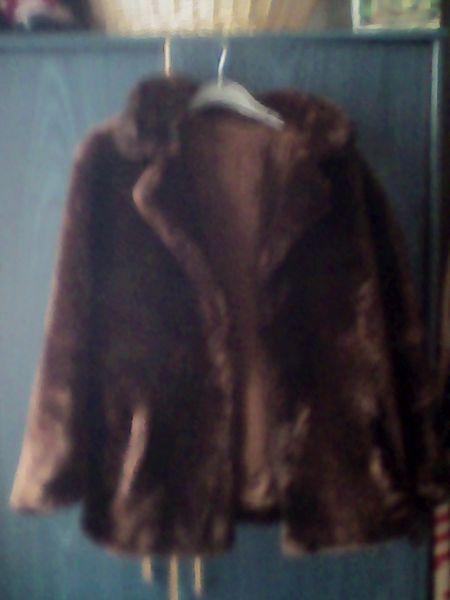 Veste fourrure marron  synthetique  80 Paris 14 (75)